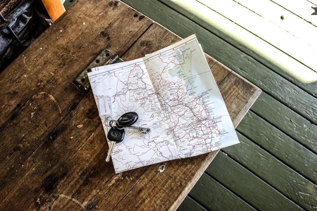 Klucze do samochodu i mapa. Pozytywne myślenie,  wstrząs pourazowy, trauma, terapia Car keys and a map. , PTSD, trauma, positive thinking