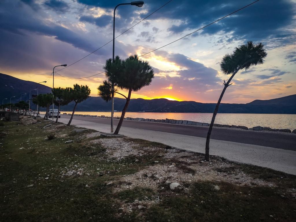 Zachód słońca, plaża w Albanii.  Sunset, beach in Albania. Wild camping, sleeping, camping on a beach in Albania.