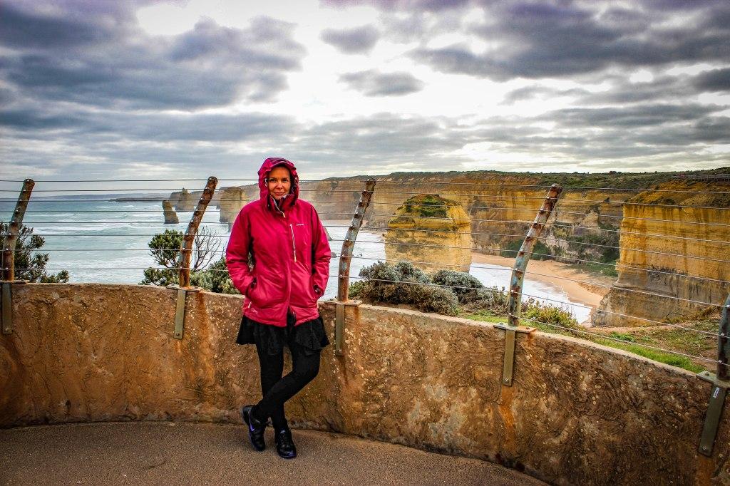 Australia, Dwunastu Apostołów, skały wapienne w morzu; twelve apostols
