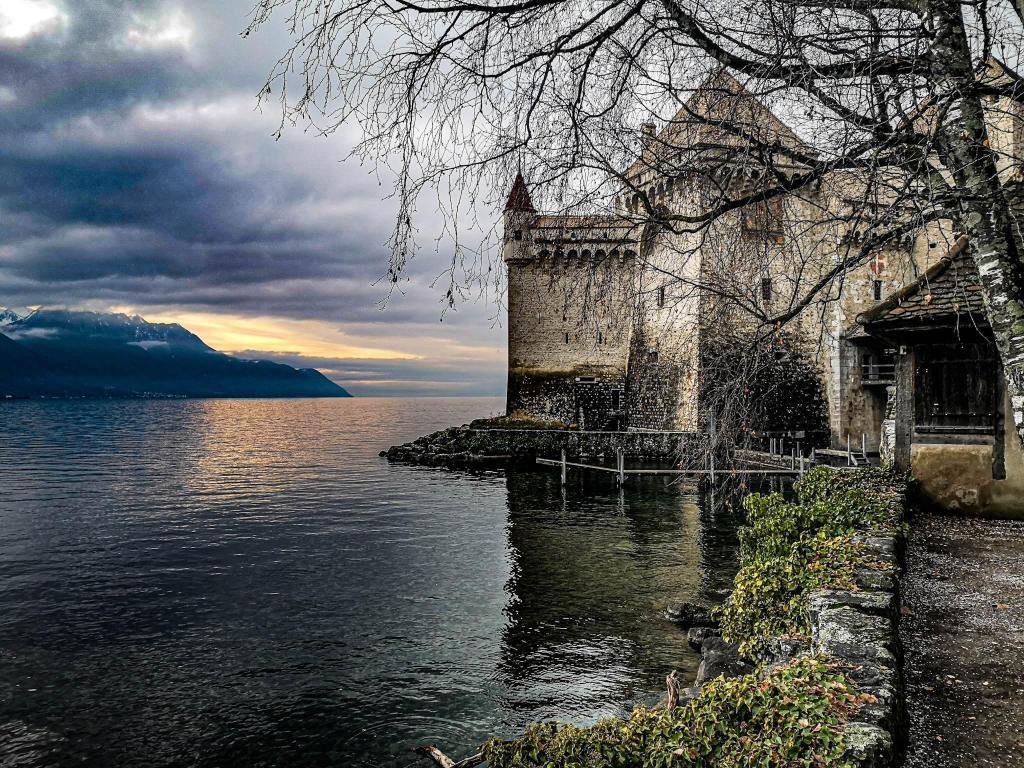 Zamek Chillion na brzegu Jeziora Genewskiego. Szwajcaria
